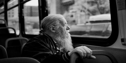 Пассажир в автобусе