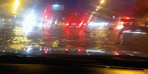 Ливень в Волгограде 11 мая вызвал потоп на дорогах