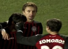 Футболисты Амкара празднуют забитый гол