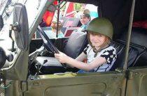 Детей младше семи лет в России запретили оставлять в машине в отсутствии взрослых