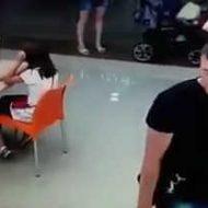 Волгоградцев просят помочь в поисках вора, укравшего смартфон  из салона сотовой связи