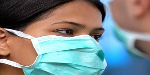Врач в медицинской маске
