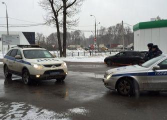 Машину Ильи Яшина заблокировали на МКАД