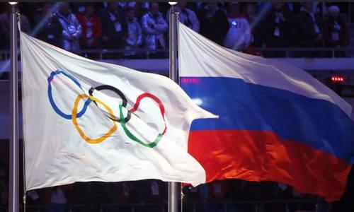 российский и олимпийский флаги