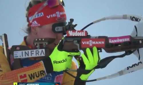 Немецкая биатлонистка Денизе Херрман