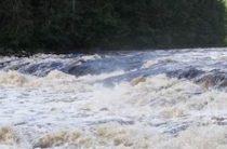 Десять человек погибли в Туве в перевернувшейся в реке Шуя машине
